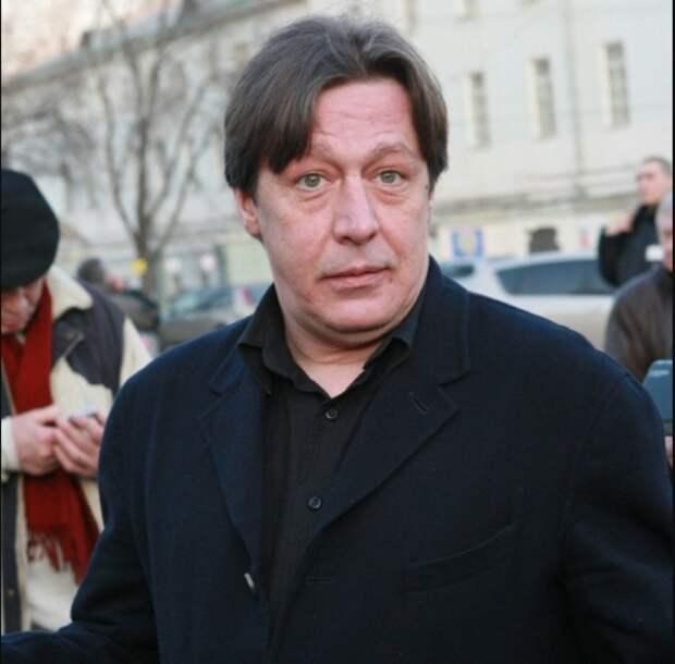 Домашний арест Ефремову продлили на полгода - до января