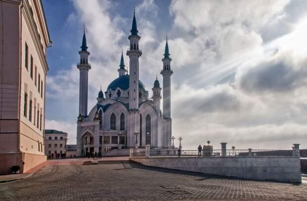 """Ми тебя зарежим"": поплясала у мечети - видео ""позора"""