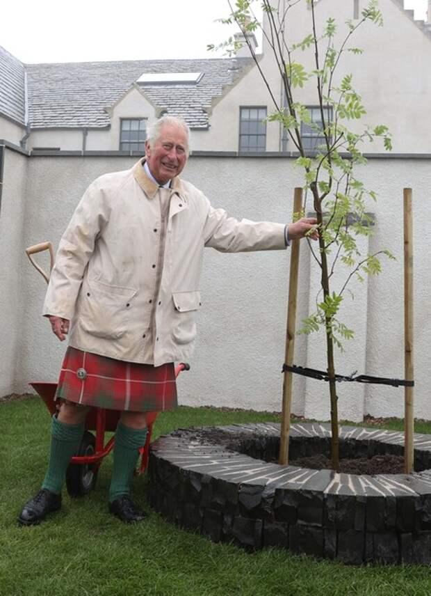 Принц Чарльз прилетел в Шотландию в день 40-летия со дня свадьбы с принцессой Дианой