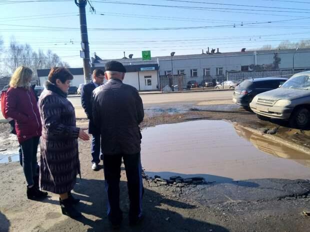 Очередной провал на дороге устранили в Ижевске