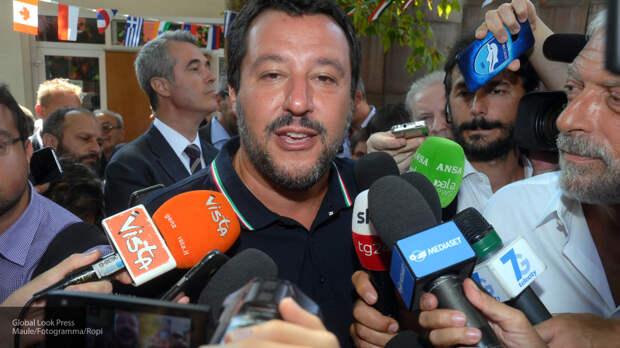Глава МВД Италии заявил о готовности закрыть аэропорты от мигрантов