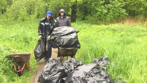 Навалы мусора убрали в микрорайоне Львовский