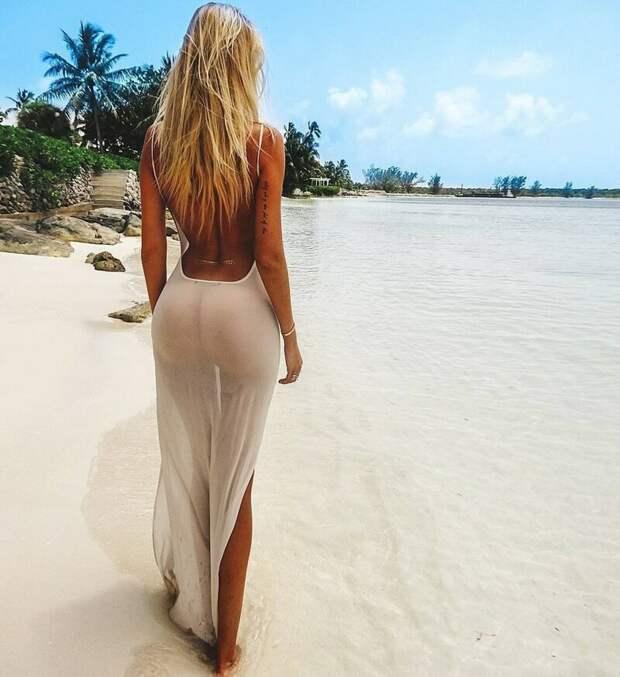 Девушки в летних платьях