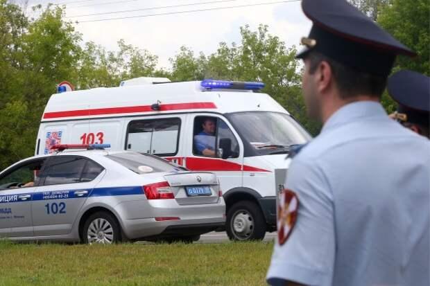 Напавший вечером на полицейских в центре Москвы мужчина скончался в больнице (ВИДЕО)