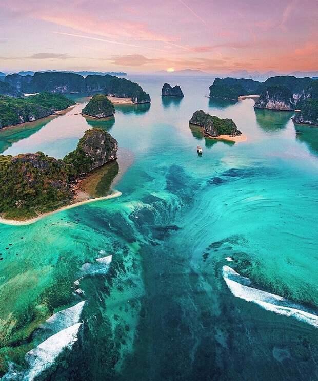 Зеленые острова похожи на корабли, которые подняли якоря и отправляются в путешествие вокруг земли.