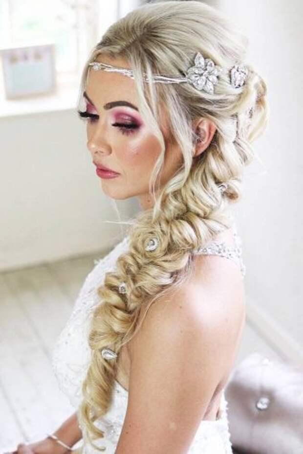 30 стильных вариантов свадебных причесок для современной невесты