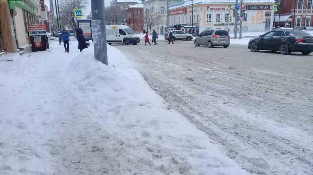 Оренбуржцы жалуются на плохую работу служб по очистке города от снега