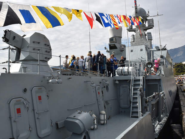 В Ялту зашел боевой корабль, который может применяться для обороны районов базирования