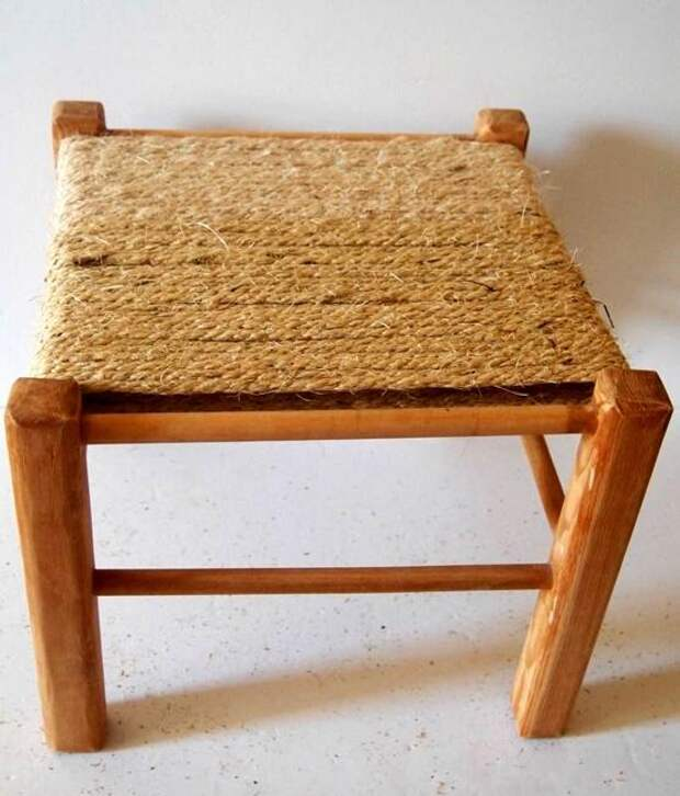 Оригинальный способ обновить старый стул с помощью обычной веревки