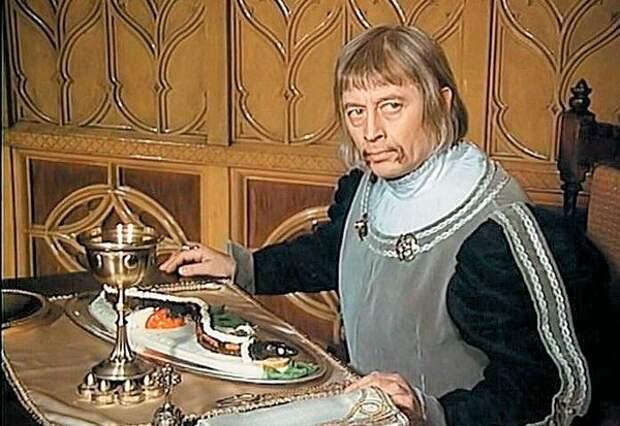 Иржи Голы увлекался живописью, но в последние годы жизни ему было тяжело стоять перед мольбертом