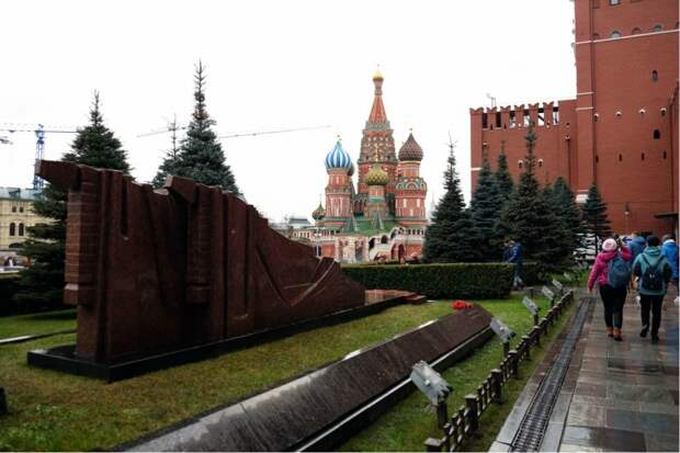 Фото 14. Захоронения на Красной площади в Москве, которые требуют вскрытия и опознания.