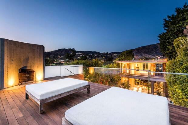 В гостях у Памелы Андерсон: экскурсия по особняку актрисы в Малибу за 15 миллионов долларов