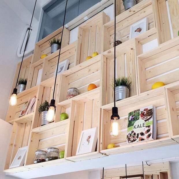 Деревянные ящики — в дело: обалденные полки для дома и дачи
