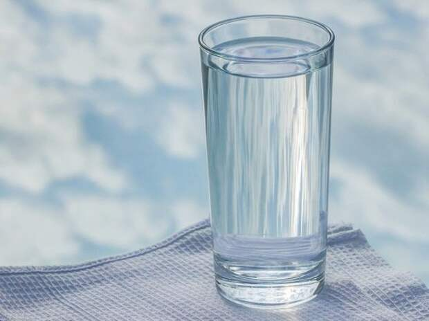 Диетолог рассказал, чем лучше запивать еду