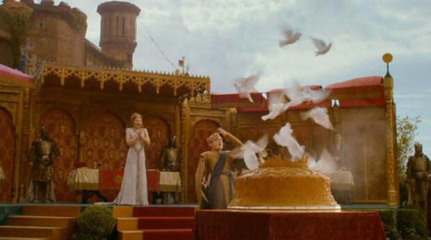 Кадр из фильма «Игры престолов». Пирог с живыми птицами – не выдумка Джорджа Мартина, а старинная средневековая забава, которую очень любил и Петр I.