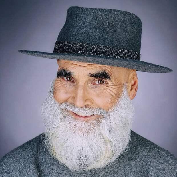 Визитной карточкой художника-керамиста, а по совместительству модели  Виктора Сосновцева, является седая  борода и смеющиеся добрые глаза.