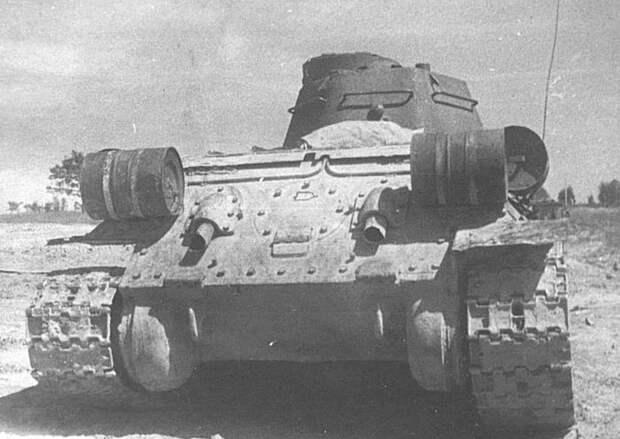Вот для чего на корме Т-34 крепилось два цилиндра