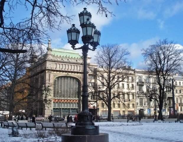 Власти Петербурга призвали туристов не приезжать в город на Новый год