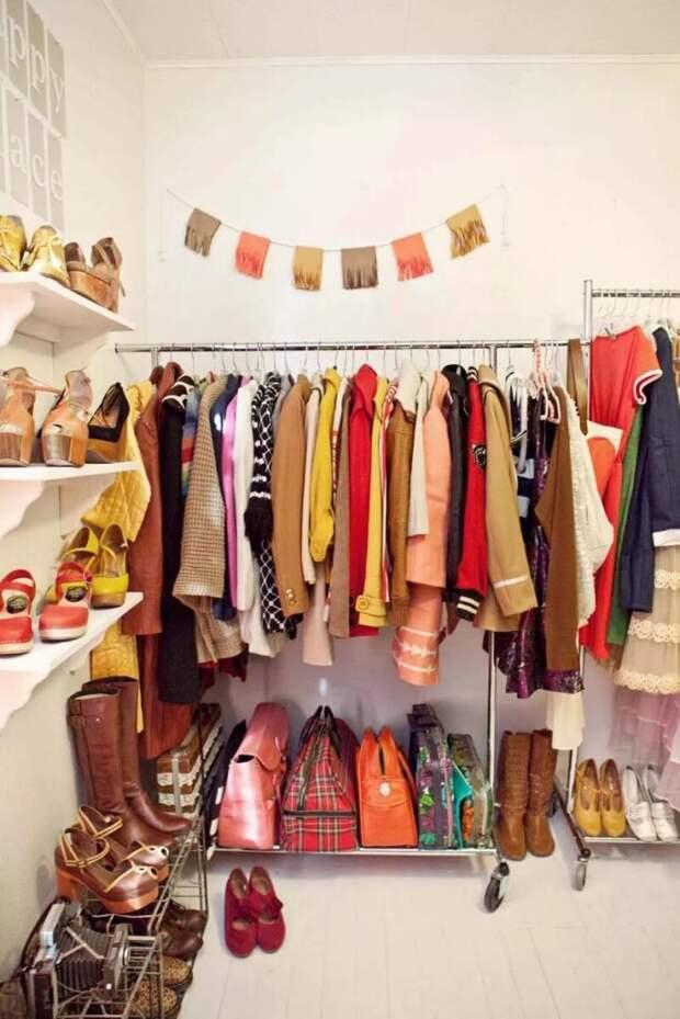 9 умных идей, как хранить вещи, если нет шкафа