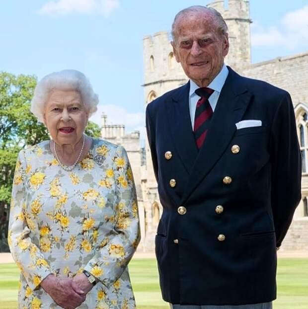 Королева Елизавета II и принц Филипп вместе проведут вторую волну самоизоляции