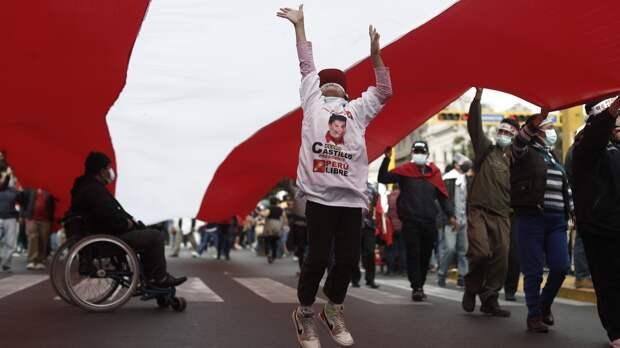 Отставка судьи избирательного жюри парализовала выборы в Перу