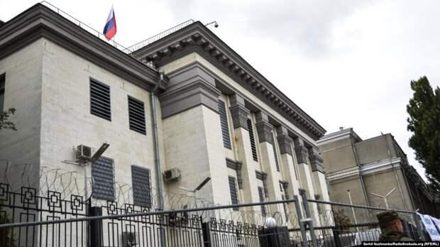 Киев высылает старшего дипломата посольства России