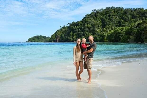 Семья робинзонов: Эд Стаффорд взял с собой на необитаемый остров жену и двухлетнего сына