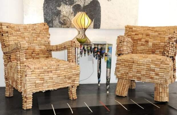 На изготовление пробочной мебели придется потратить много сил и материала / Фото: allsprts.com