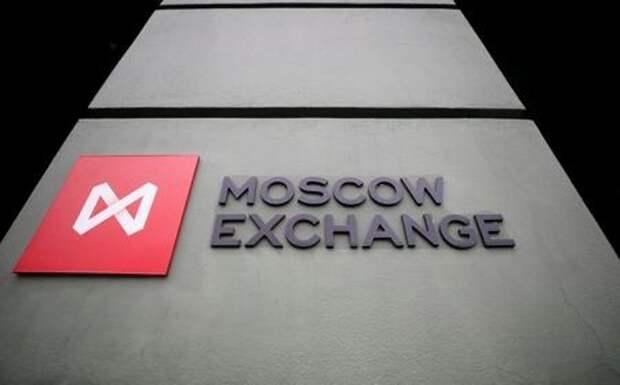 Логотип Мосбиржи в офисе биржи, 10 марта 2020 года. REUTERS/Shamil Zhumatov