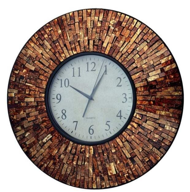 Часы с элементами мозаики: милый декор, украшающий комнату