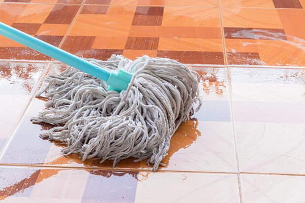 Влажную уборку выполнили в подъезде дома на Алтуфьевском – «Жилищник»