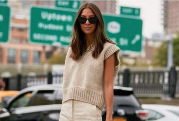 Вязаная жилетка: как ее носить и выглядеть при этом стильно