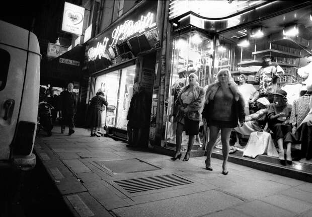 Труженицы секс-индустрии с улицы Сен-Дени. Фотограф Массимо Сормонта 25
