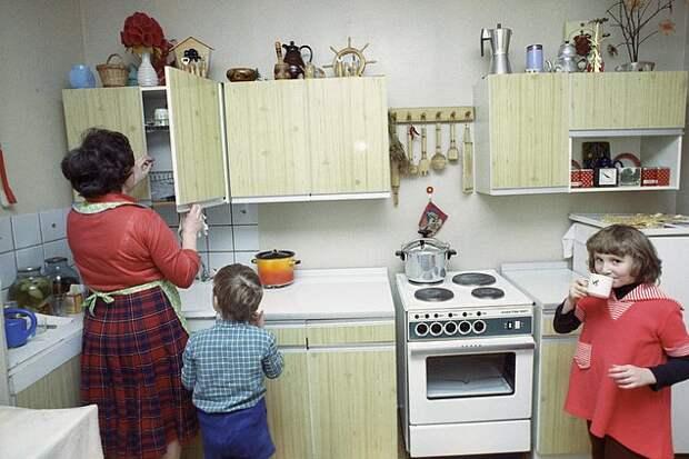 Примерно до лет 27-28 все жили с родителями