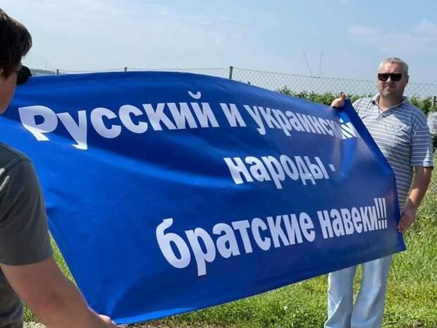 Недолгая жизнь памятника в честь дружбы между Украиной и РФ