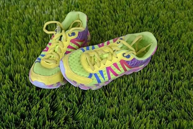 Удобные кроссовки – лучшая обувь для похода/pixabay.com