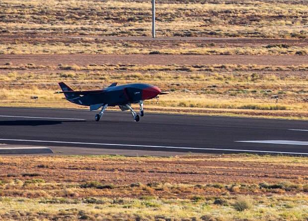 Беспилотный ведомый Boeing совершил первый полет