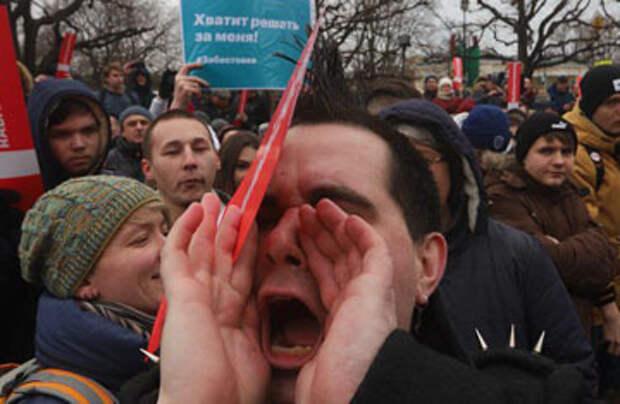 Политолог прогнозирует, когда россияне станут выходить на улицы, устав от роста цен и налогов