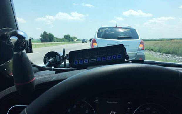 Полицейский задержал водителя, который ехал слишком медленно. И прославился в соцсетях