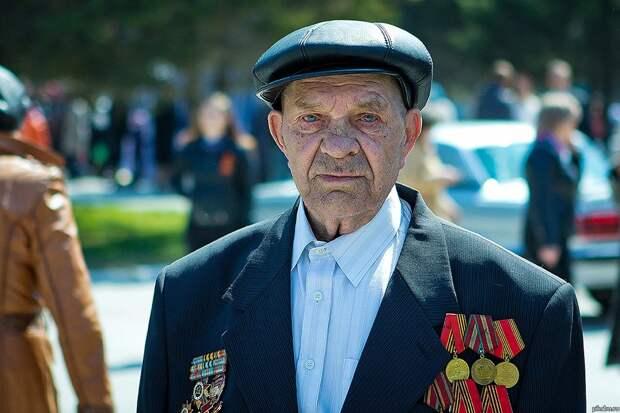 Дед-фронтовик и «новый русский» бык