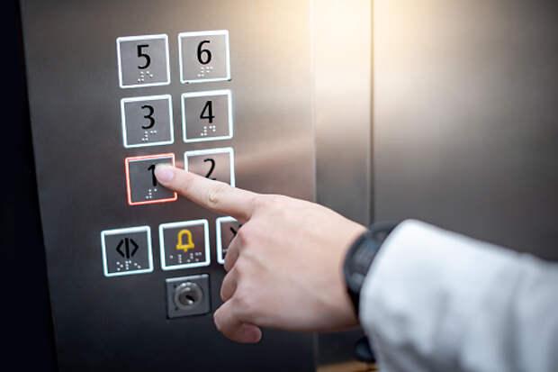 В доме на Академика Комарова починили лифт