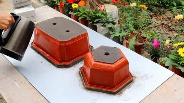 Красивый и практичный вазон из цемента украсит любой сад