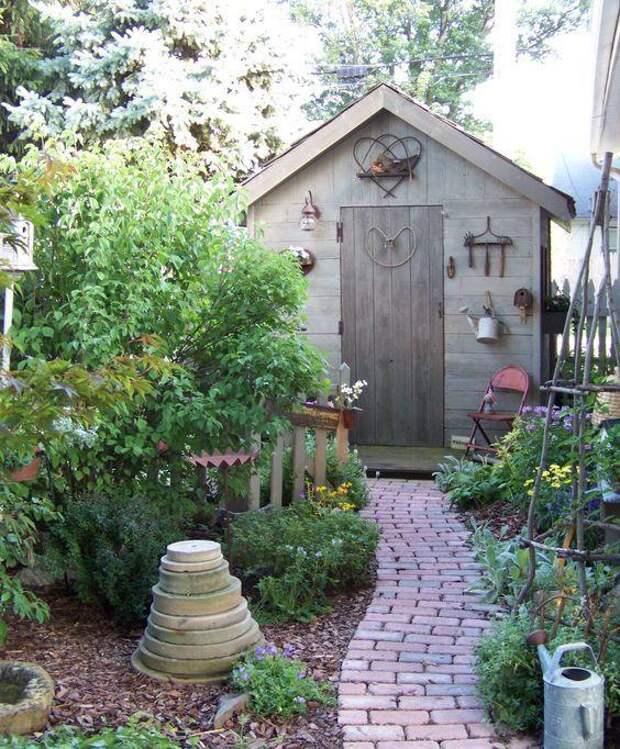 Серый цвет садового сарая - классика