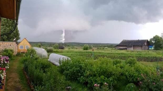 Над Волгоградской областью пронёсся гигантский смерч