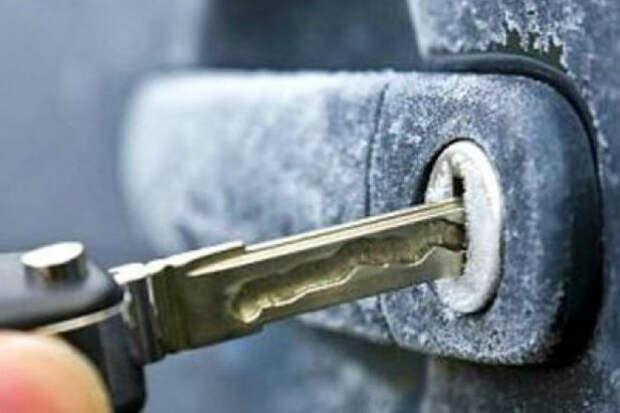 Как открыть замерзший замок в автомобиле: греем ключ зажигалкой