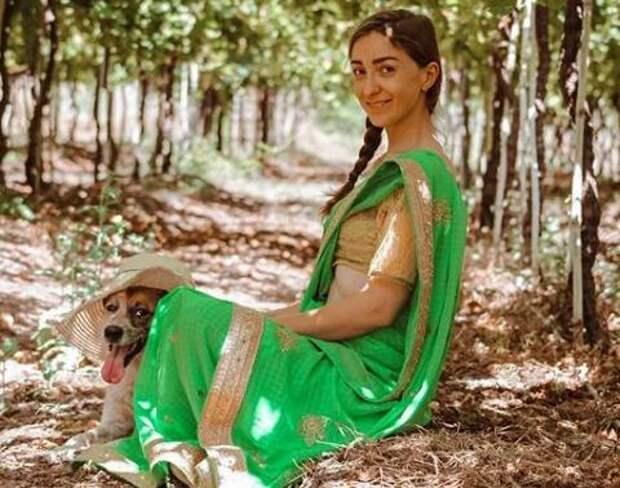 Женщина 10 лет назад вышла замуж за бедного парня из Индии по любви