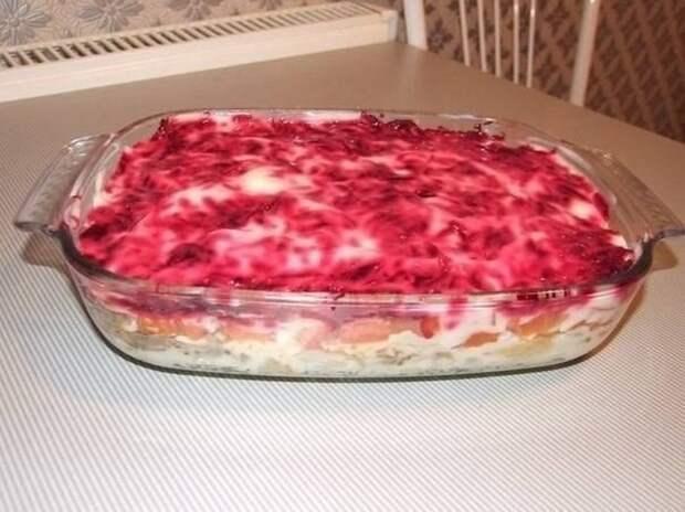 Рецепт вкусного слоеного салата. Для праздничного стола то, что нужно!