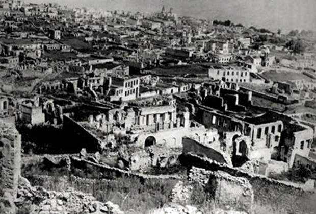 1920 год. Город Шуша после армянского погрома во время армяно-азербайджанской войны 1918-1920 годов