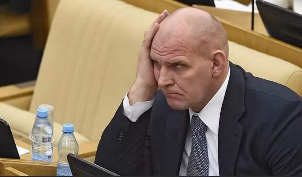 «Хлопает глазами и ничего не понимает»: депутат Лебедев раскритиковал работу Родниной в Госдуме