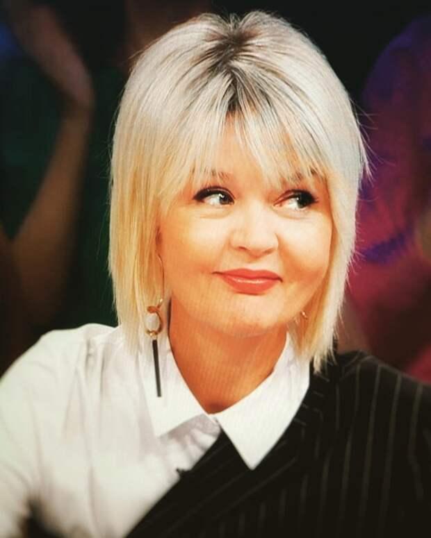 «Шикарная стрижка!» -- помолодевшая Юлия Меньшова кардинальным образом изменила свою внешность и не прогадала